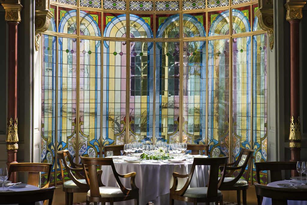 Châtau hôtel Grand Barrail galerie salon Mauresque Saint Emilion