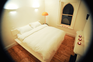 this picture shows you one cosy bedroom in Kellys 3 star hotel