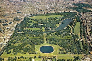 this picture is a shoot of Hyde Park in London