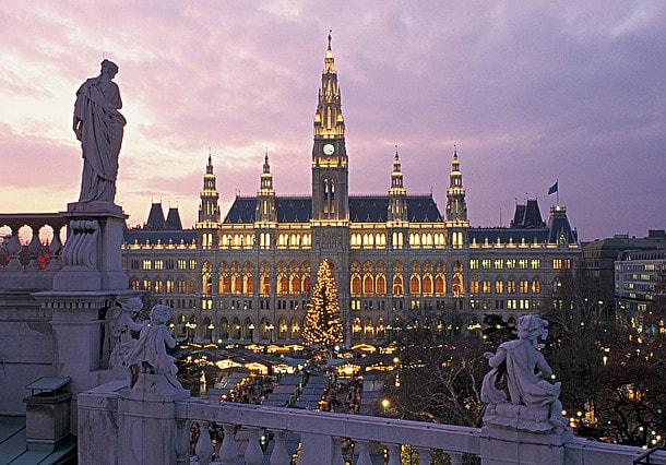 RathausplatzVienna.jpg.3197219