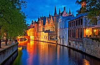 On this picture we can see the canals of Bruges