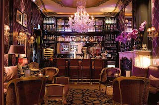 this pictures let you discover the sumptuous bar in the 4 star hotel the Toren