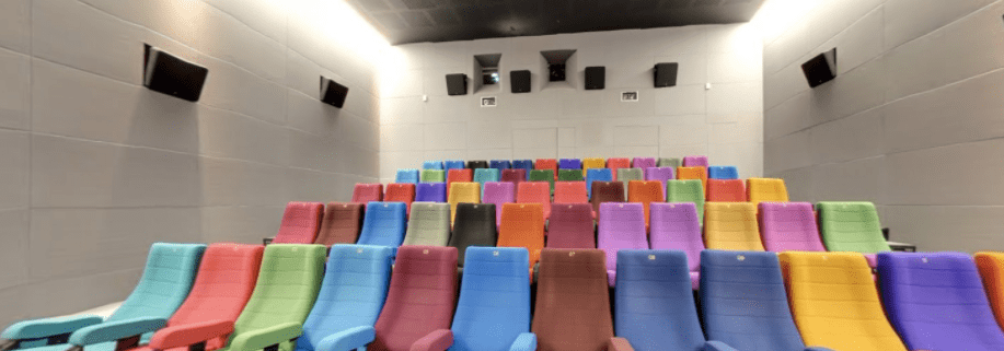 On this picture we can the color sitting of the Light House Cinema