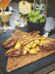 this picture shows you a typical dish in the Creperie Saint Georges.
