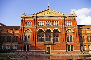 this image shows you the entrance of Victoria and Albert Museum